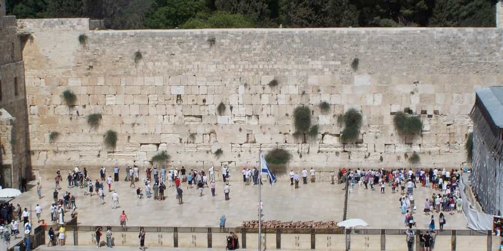 Kotel-From-high-up Hot and Now Tours in Israel